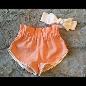 Prickly Pineapple Boutique Shorts & bow 6-9 mo.